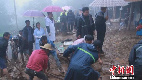 云南镇沅山体滑坡被埋3人被找到 已全部遇难(图)