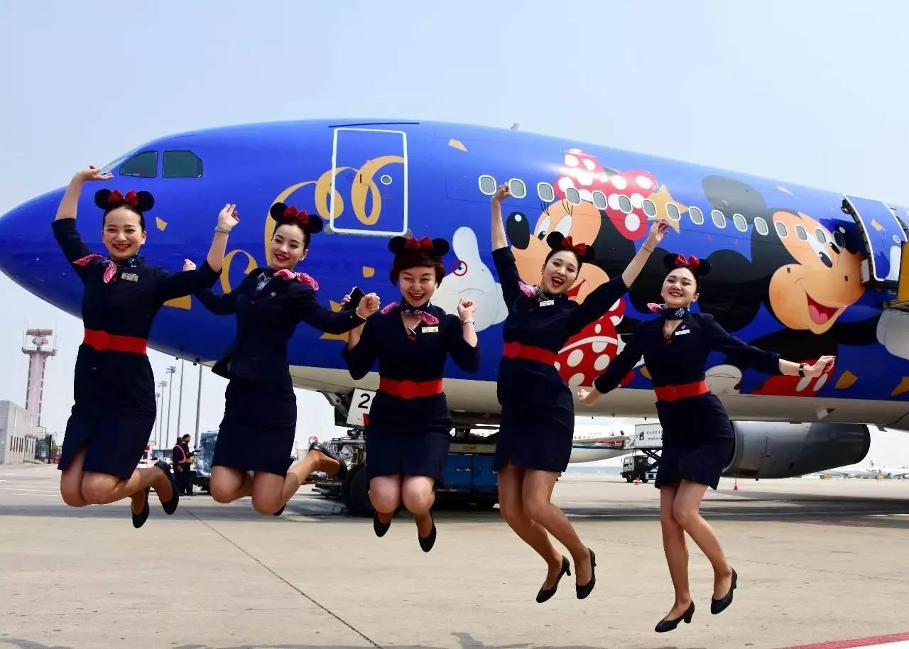 东航一架迪士尼主题涂装的航班