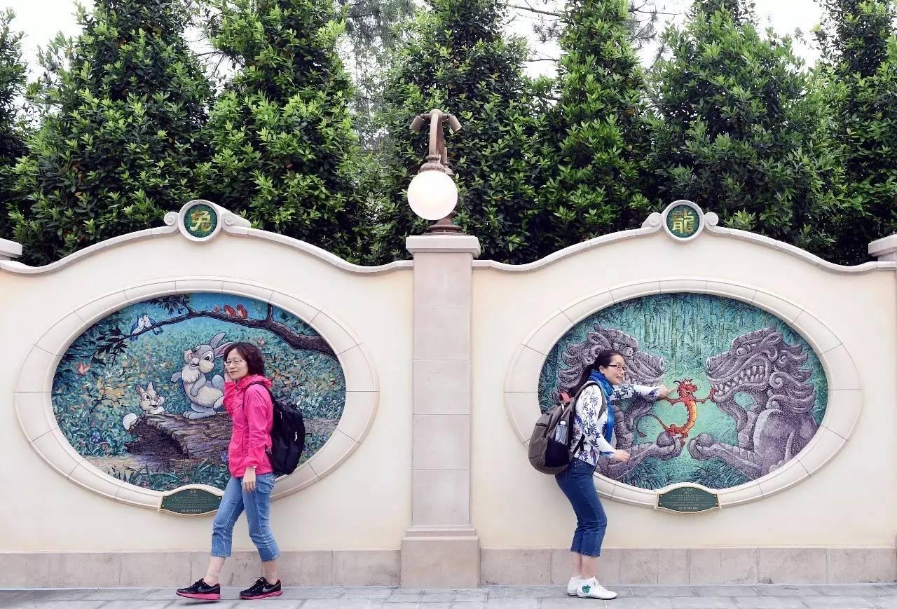 迪士尼围墙上的中国风元素
