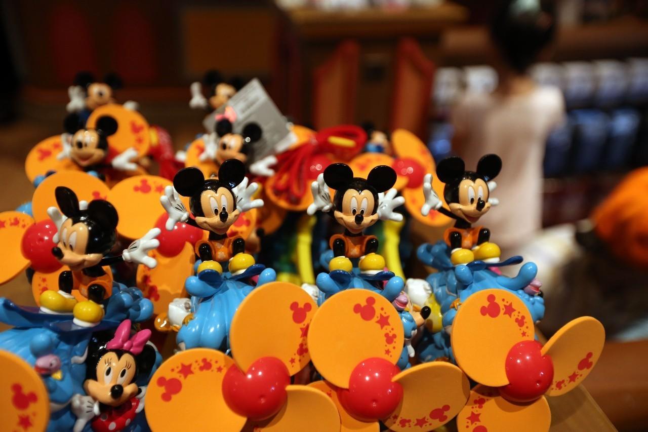 上海迪士尼乐园售卖的米老鼠衍生商品