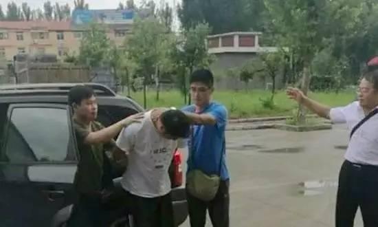 △8月1日上午,公安部A级通缉令逃犯刘建涛在滕州落网。