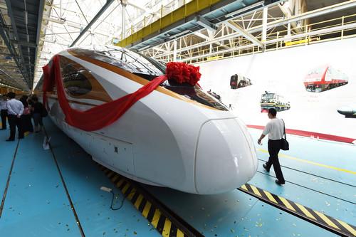 """资料图片:""""复兴号""""中国标准动车组CR400BF型列车。新华社记者 鞠焕宗 摄"""