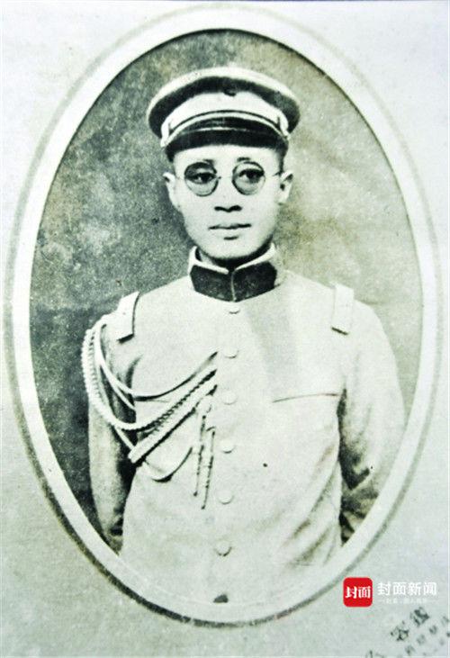 1920年,刘伯承供职于川军时留影
