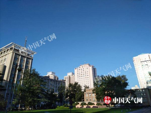 8月4日,北京晴热。