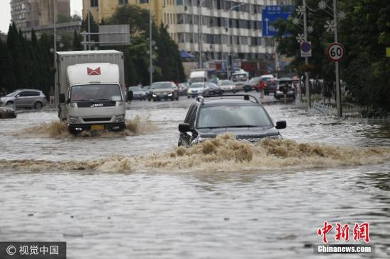 材料图:克日,辽宁省年夜连地域呈现年夜到暴雨,局部地域年夜暴雨跟特年夜暴雨气象,持续强降水已致局部交通瘫痪。高强 摄 图片起源:视觉中国