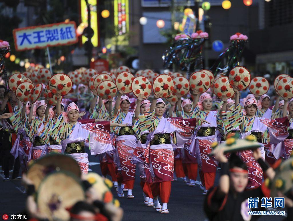 日本举行花笠祭 和服配花帽民族风十足(组图)