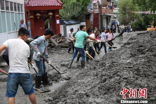 甘肃舟曲暴雨致800多人受灾 道路通讯已恢复(图)