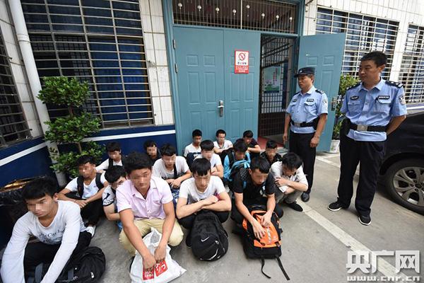 河北大学生暑期打工失联27天 湖北襄州警方据此端掉7个传销窝点解救100多人。 央广网 图