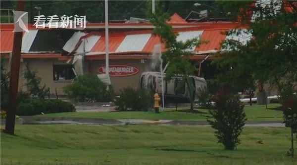 美国:罕见龙卷风来袭 俄克拉何马州30人受伤