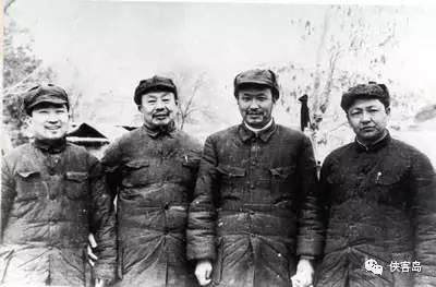 乌兰夫在西柏坡合影。左起:马明芳、王维舟、乌兰夫、习仲勋