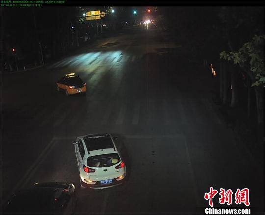 救人车辆违章被抓拍 警方供图