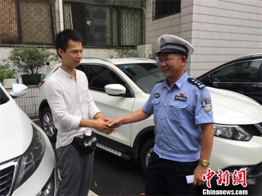 王玉菲的救人行为受到警方肯定 钟欣 摄