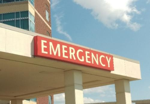 在美国若急诊看病,医院和医师分别都可以要求病患提供医疗服务费。(美国《世界日报》记者王善言/摄影)