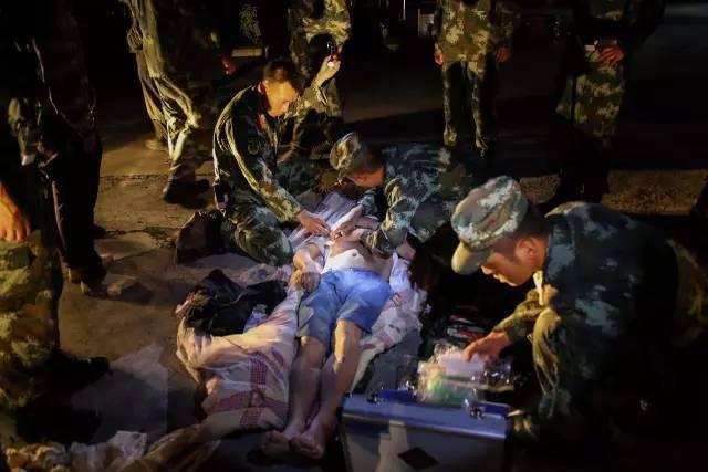 地震致19死247伤,青岛249名游客平安,救援在行