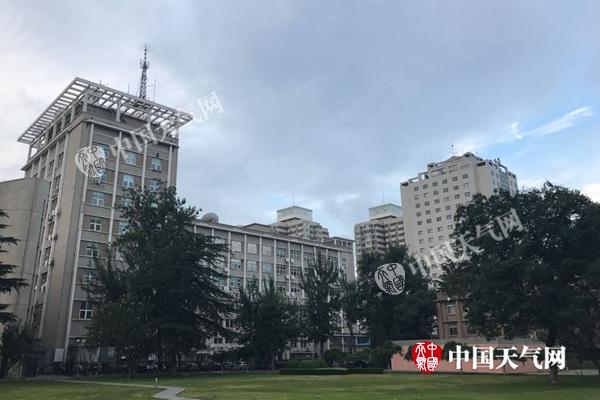 今晨北京天空略显阴沉。