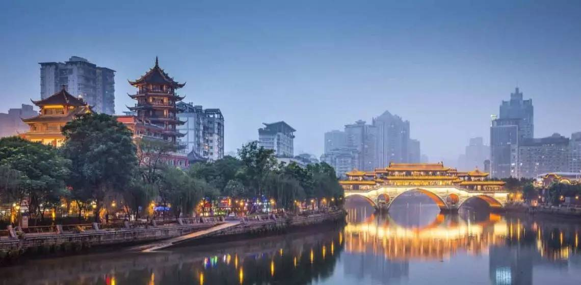 ▲成都 安顺廊桥与合江亭 (图片来源:路透社)