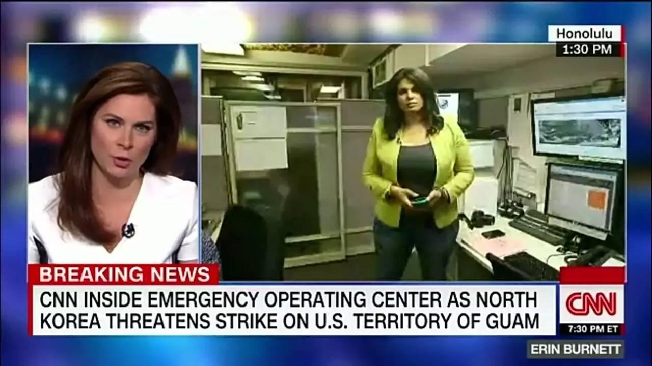 ▲CNN连线在夏威夷地下掩体采访的记者(右)。