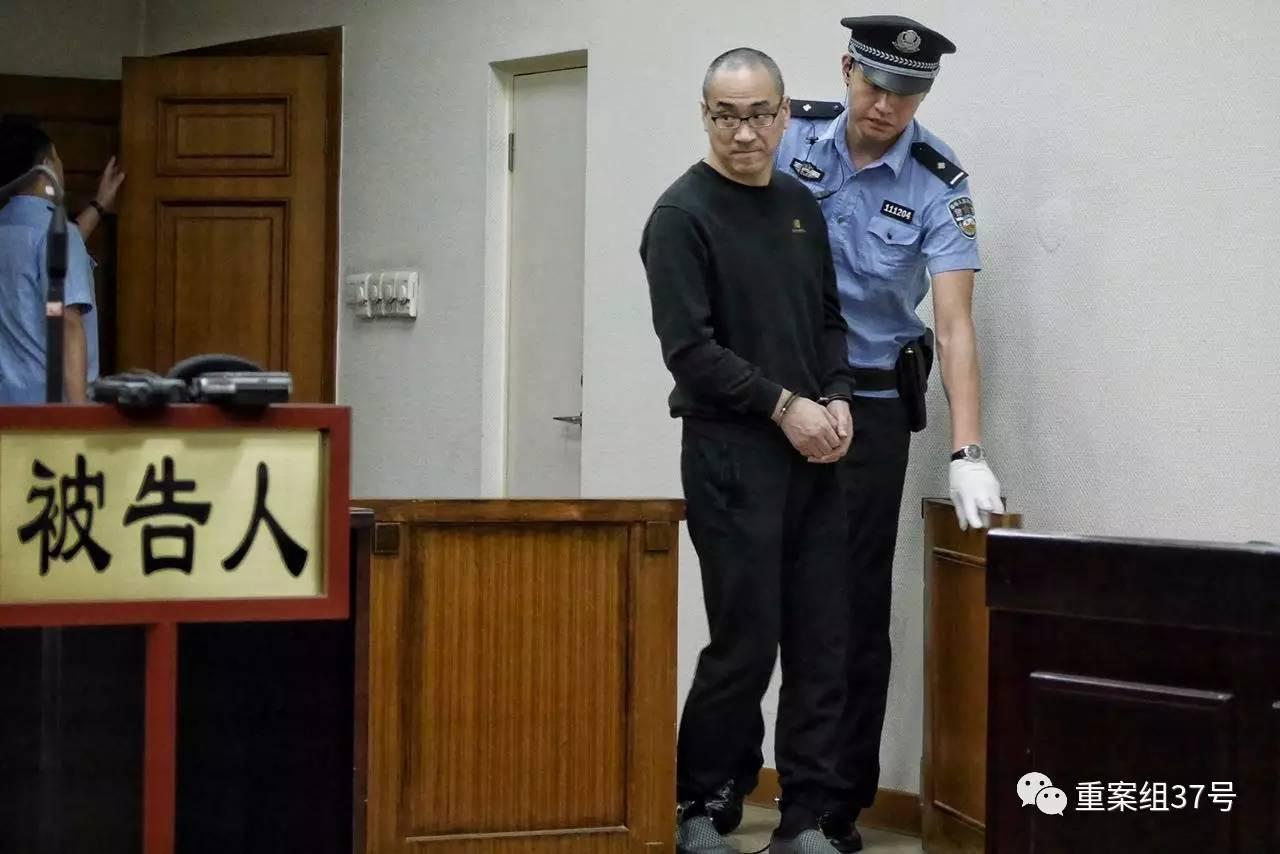 ▲8月10日上午,曾在北京市政工程管理处任职的马某被带进法庭听后宣判。   新京报记者王嘉宁 摄