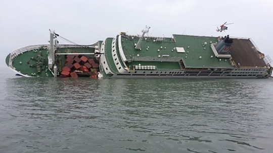 """2014年4月16日,""""世越号""""发生沉船事故"""