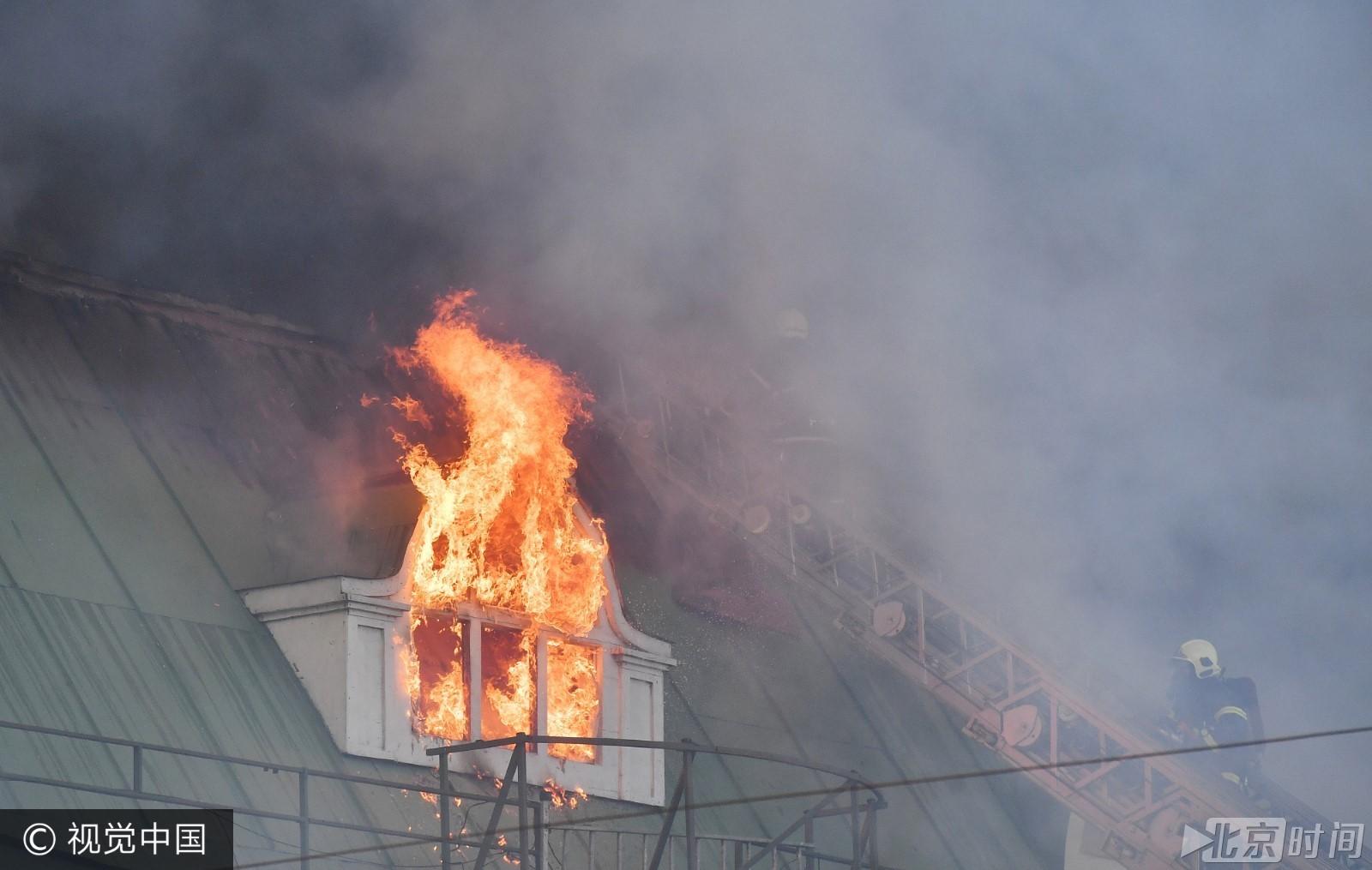 莫斯科一购物中心发生大火 火灾面积达1500平米