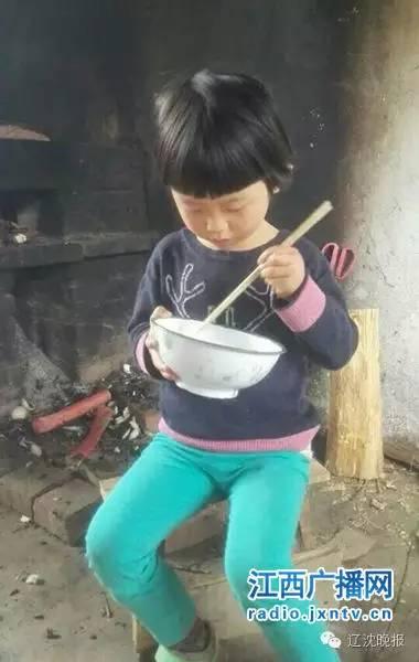 乐嘉带4岁女儿穿越沙漠4天走76公里 网友炸了