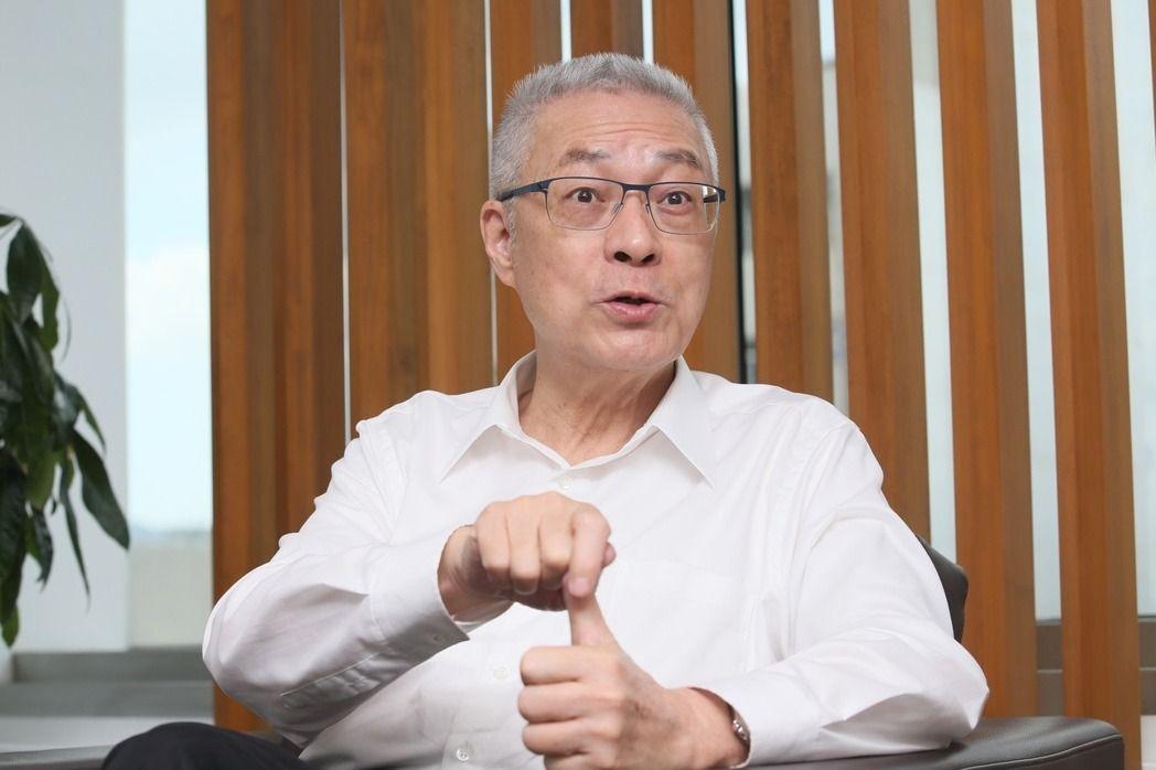 吴敦义10日受访时,谈两岸政策等议题。(图片来源:台湾《联合报》)