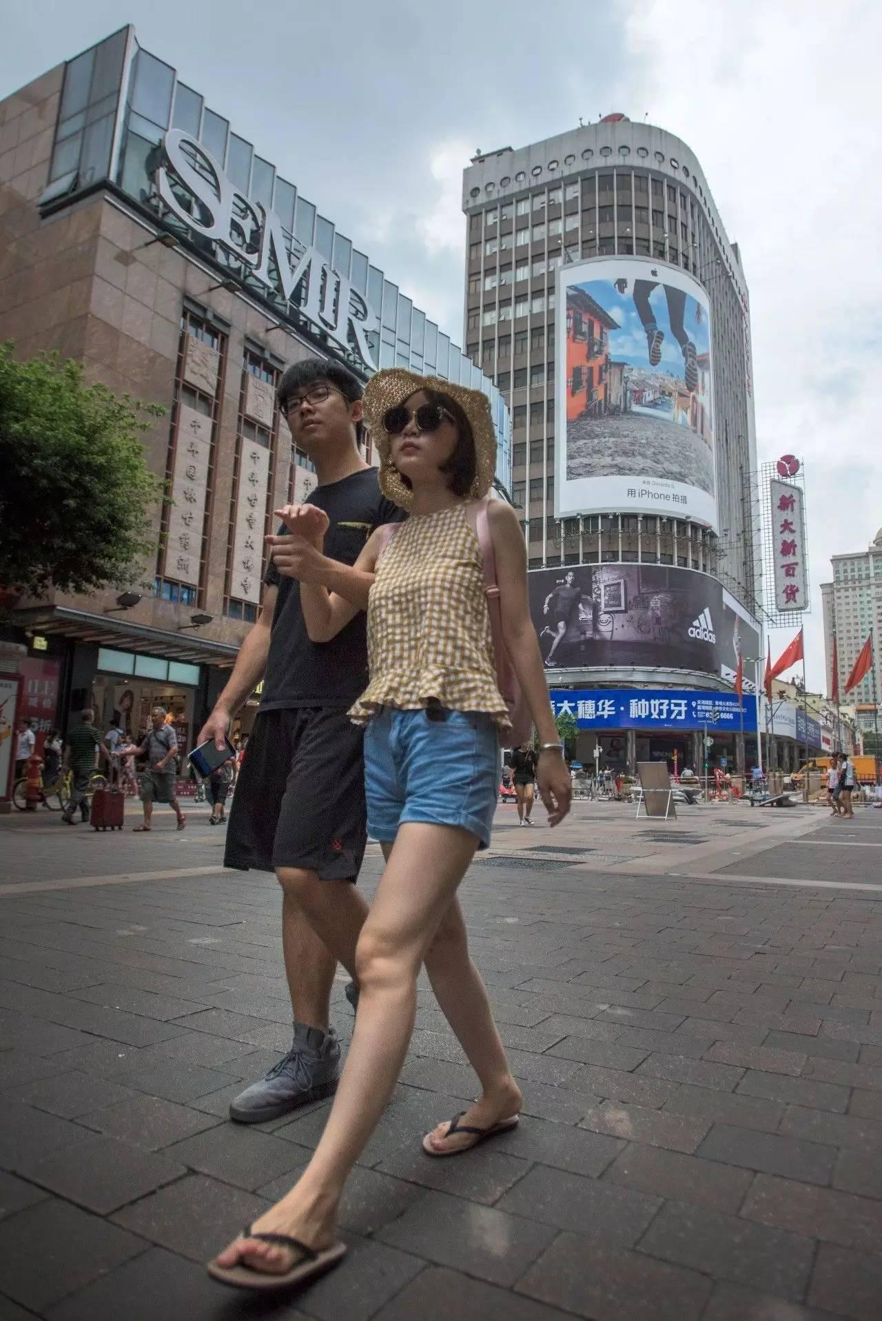 【人在广州】广州街头发型多,环肥燕瘦靓女好身材性感美女图片