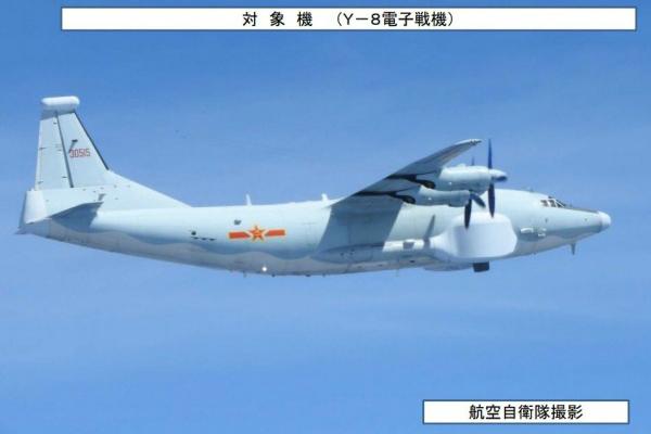 """台媒曝束缚军""""运8""""战机昨日(9日)绕台飞翔。(图片起源:台媒)"""