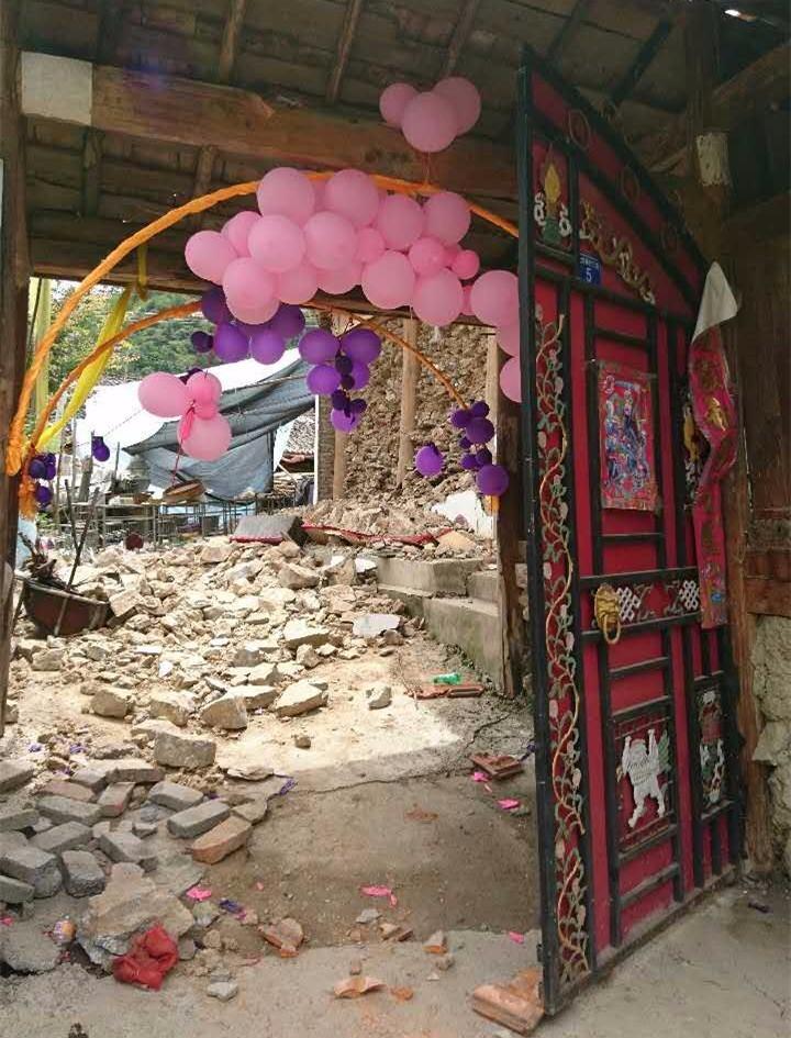 ▲婚礼上倒塌的婚房东墙。