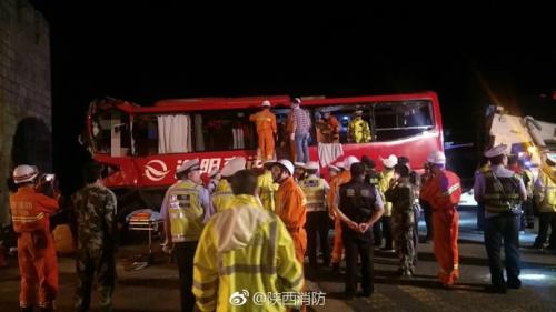 西汉高速陕西段发生一起重大交通事故 已致36死13伤