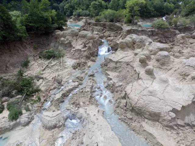 △央视记者实拍地震后的火花海