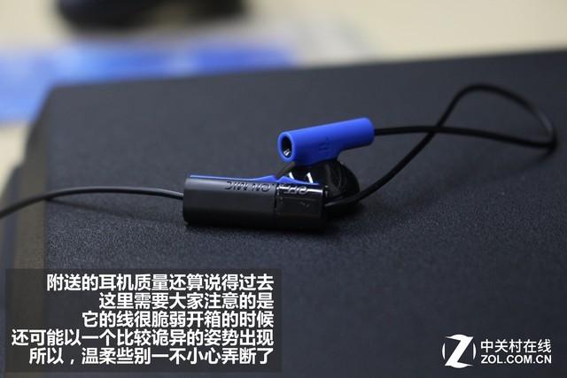 附送耳机展示(单耳式带麦克可与手柄直接连接)