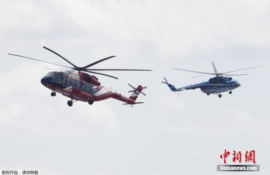 当地时间2017年7月18日,俄罗斯茹科夫斯基,莫斯科国际航空航天展览会-2017(MAKS)开幕,俄罗斯总统普京出席。该展会于7月18日至23日在莫斯科郊外的茹科拉卡拉家家付专卖店夫斯基市举行。图为米-38直升机、米-171直升机。