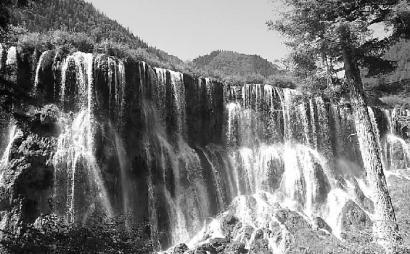8月8日的诺日朗瀑布