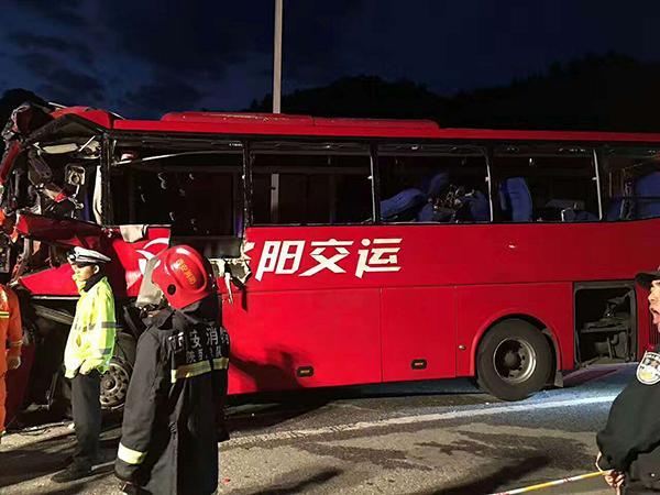 西汉高速36死交通事故亲历者:客车内一片死寂