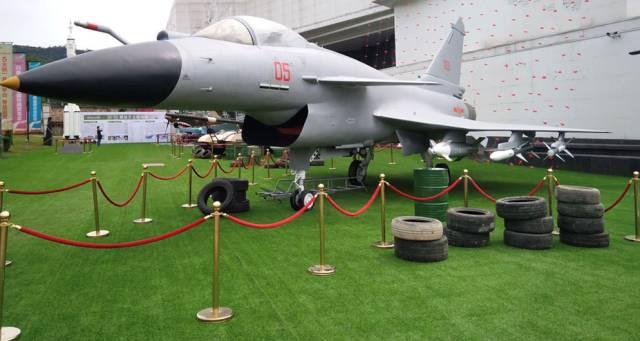 是中国现役装备部队歼10-b先进战斗机,p-40二战飞虎队经典战机,中国
