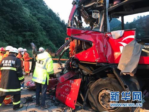 西汉高速特大交通事故致36死13伤 消防彻夜营救