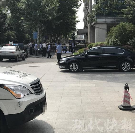 南京下关滨江商务区党工委书记王前高空坠亡