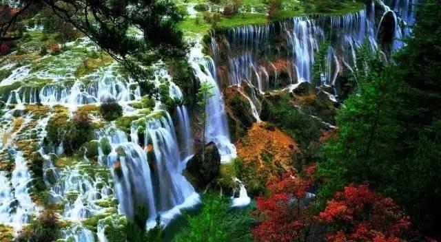 ▲美丽的诺日朗瀑布 来源:中国国家地理网站