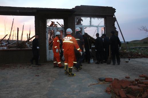内蒙古赤峰龙卷风袭击致5死50余伤_多民房损毁