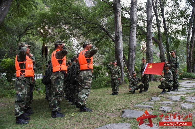 【四川地震】武警阿坝支队官兵在救援现场火线入党