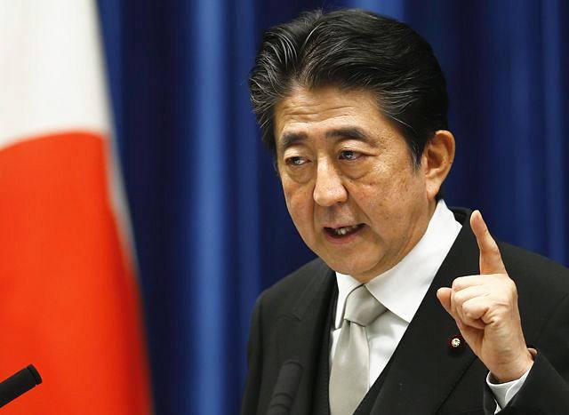 8月3日,日本首相安倍晋三在改组内阁后首次新闻会上发表讲话。(新华/美联)