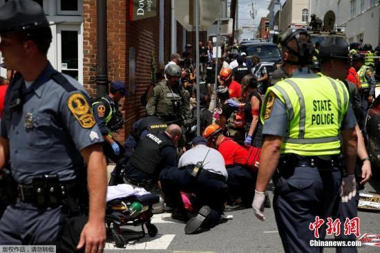 """美国弗吉尼亚州夏洛茨维尔市""""另类右翼""""集会引发暴力冲突。"""