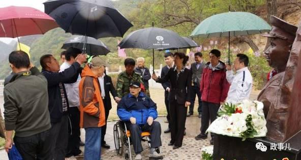 在2016年4月的纪念朱德总司令诞辰130周年论坛,和2015年12月纪念毛泽东诞辰122周年的运动中,万海峰均应邀出席现场。