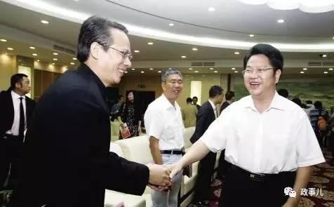 """图为2010年10月,时任东莞书记刘志庚会见东莞""""十大慈善人物""""梁耀辉。"""