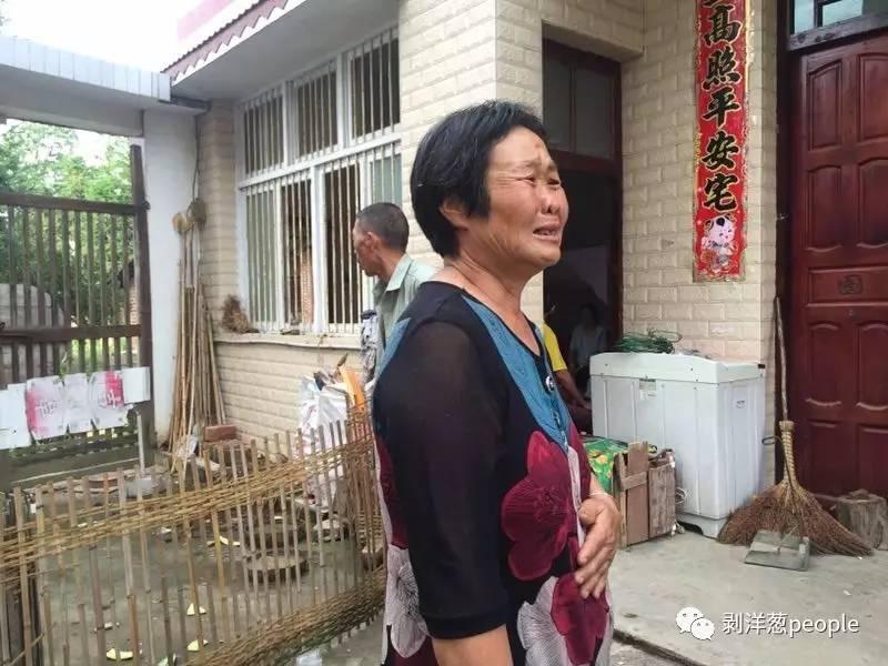 林华蓉的爷爷奶奶不知道哭过多少次。受访者供图