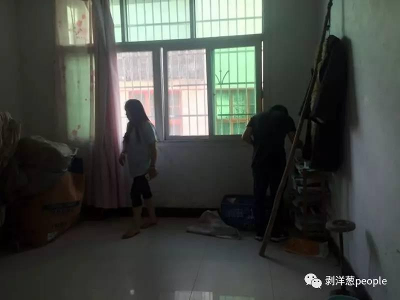 林华蓉的卧室。
