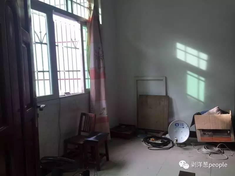 林华蓉的家里没几件家具。