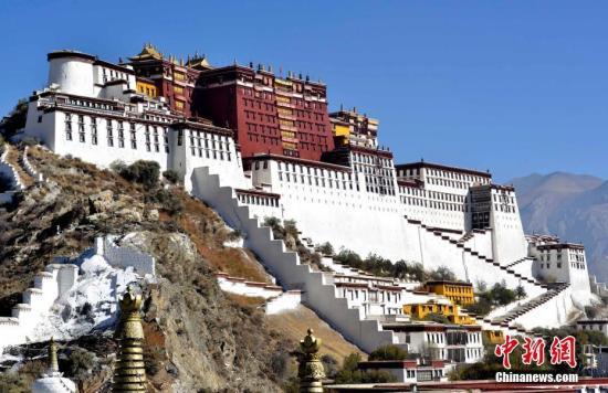 """西藏实施""""旅游+"""":五年间总收入逾1100亿元"""
