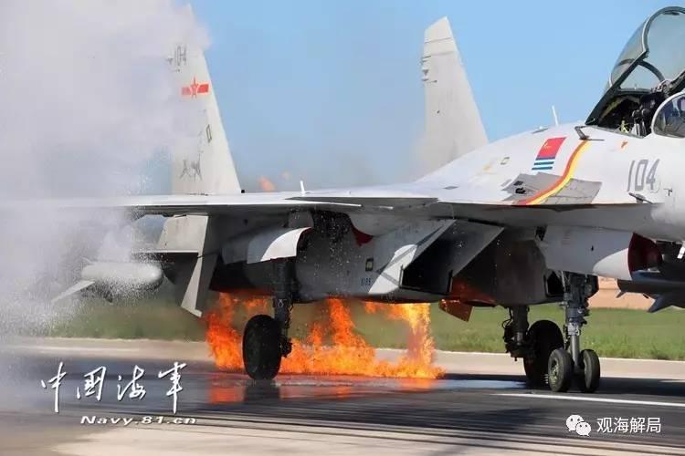 (歼-15撞鸟后被成功救回)
